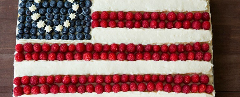 Celebrate the 4th with a Patriotic Cake with Fresh Berries